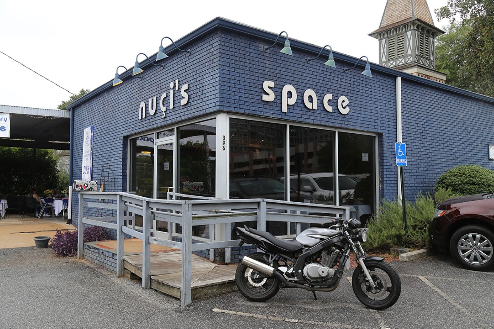 Nuçi's Space building, a place for musicians and mental health.