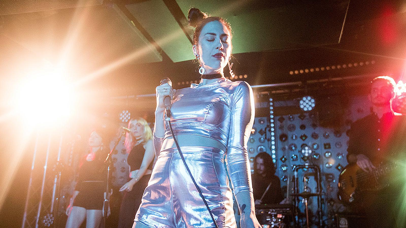 Kristin Kontrol performing